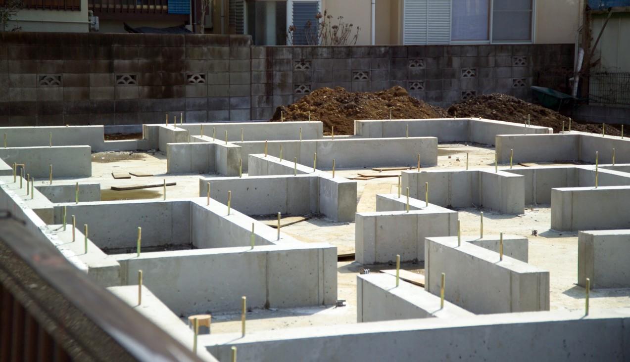 ленточный фундамент зданий